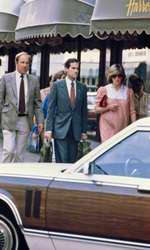 Lady Diana la cumpărături la Harrods în 1982, pe când era însărcinată cu William