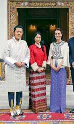 Regele Jigme Khesar Namgyel Wangchuck și regina Jetsun Pema alături de ducele și ducesa de Cambridge