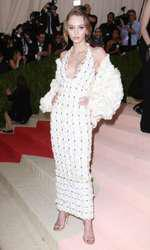 Lily Rose Depp - Rochie Chanel (MET Gala)
