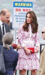 Și Kate Middleton este una dintre victimele premierului canadian. În cadrul unei vizite oficiale în Canada, Kate zâmbește într-una în preajma lui Trudeau, fiind fascinată de acesta.