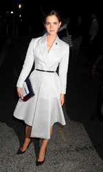 Emma Watson –  Tinută Dior, pantofi Jimmy Choo, clutch Mary Katranzou