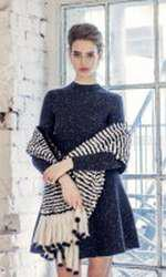 Rochie Valentino, pret la cerere; sal din blana naturala Avanti, 2.773 lei; inel Louis Vuitton, 1.080 lei