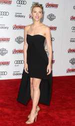 """Scarlett Johansson la premiera filmului """"Avangers"""""""
