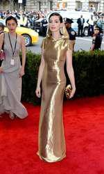 Anne Hathaway attending The Metropolitan Museum of Art Met Gala, in New York City, USA.  (Mandatory Credit: Doug Peters/EMPICS Entertainment)   May 4, 2015 Costume Institute Benefit Gala