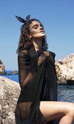 Body Murmur, 1.710 lei; eșarfă Lia Aram, 450 lei; accesoriu păr Gabriela Dumitran, preț la cerere.