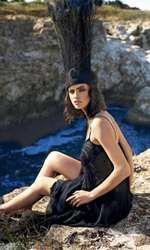 Rochie Ingrid Vlasov, 3.865 lei; accesoriu păr Gabriela Dumitran, preț la cerere.