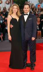 Amber Heard (rochie Stella McCartney)si Johnny Depp