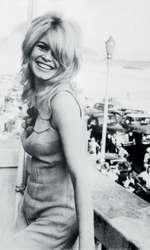 Brigitte Bardot, în 1964, pe terasa hotelului