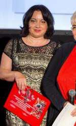 Premiul pentru excelenta in colaborarea dintre institutii si organizatii neguvernamenta: Adriana Craciun, Director, Centrul de Transfuzii Sanguine Buzau, Irina Margareta Nistor, Presedinte Onorific Fundatia Vodafone Romania,
