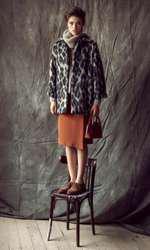Pulover, 625 lei; palton, 1.555 lei; ambele Liu Jo; fustă Marks&Spencer, 229 lei; pantofi Aldo, 399 lei; geantă Musette, 399 lei.