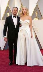 Taylor Kinney si Lady Gaga