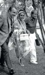 8 aprilie 1970 – Elizabeth Taylor surprinsă la Beverly Hills Hotel