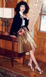 Cămașă Karen Millen, 719 lei; sacou Moschino, 1.890 lei; fustă DKNY, magazinul Sport Couture, 2.119 lei; geantă Louis Vuitton, preț la cerere; sandale Musette, preț în magazin.