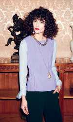Bluză Gerard Darel, 574 lei; top Diane von Furstenberg, magazinul Sport Couture, 1.219 lei; pantaloni Stefanel, 300 lei; colier cu pandantiv, 39,90 lei; colier, 39,90 lei; ambele H&M; cercei Zara, 59,90 lei