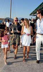 23 august 2010 – Prințul Pavlos, prințesa Marie-Chantal, prințesa Maria Olympia și prințesa Arrietta, la sosirea pe insula Spetses, Grecia