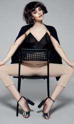 Maiou Andra Andreescu, 350 lei; pantaloni Elisabetta Franchi, disponibili în magazinul Icon, 1.250 lei; jachetă Zara Man, 199,90 lei.