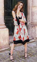 Rochie Murmur, 1.520 lei; kimono Venera Arapu, 1.231 lei; sandale Mihaela Glăvan, 680 lei.