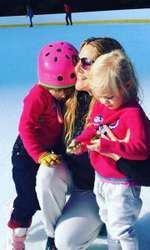 Drew Barrymore alaturi de cele doua fiice ale ei