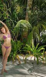 Lora - se relaxează în Maldive