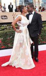 Ryan Michelle Bathe si Sterling K. Brown