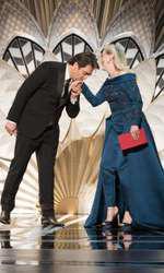 Meryl Streep să ales să poarte o ținută Elie Saab la această ediție a Premiilor Oscar și a arătat minunat. Actrița a suprapus o rochie cu trenă pantalonilor croiți imecabil dovedind bun gust și eleganță discretă.