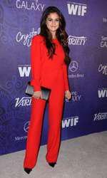 O seară cu iubitul la teatru (Selena Gomez)
