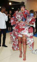 Rihanna a purtat o creație spectaculoasă Comme des Garcons.