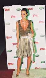 2005 - Andreea decide sa straluceasca si o face in stilul ei unic, alegand o rochie care sa capteze lumina tuturor blitzurilor.  Un truc bun, pe care il propun si altor fete aflate in cautarea nemuririi mondene.