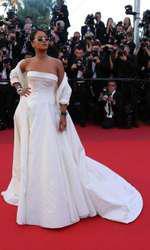Rihanna - Rochie Dior, bijuterii Chopard