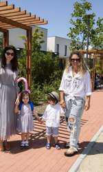 Anca Lungu, fiica ei, Natalia, Matei si Luana Danet