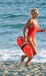 2007 – 10 ani mai târziu, legendara Pamela Anderson încă arăta senzațional pe plaja din Malibu