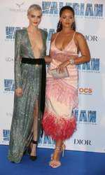 """Rihanna și Cara Delevingne la premiera europeană a filmului """"Valerian"""" de la Paris"""