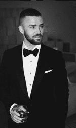 """Cel mai mare regret profesional al cântărețului este spectacolul pe care l-a făcut la Super Bowl alături de Janet Jackson. Totul a mers bine până în momentul în care Justin i-a smuls o parte din bluza lui Janet și i-a expus sânul. """"Mă puteam descurca mai bine. Daca era ceva de făcut în apărarea ei și nu am realizat atunci, aș fi făcut-o"""", a declarat Timberlake"""