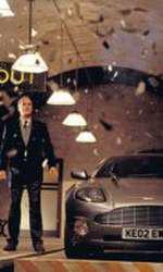 "Pierce Brosnan, John Cleese și Aston Martin V12 Vanquish în ""Die Another Day"""