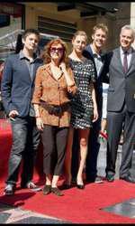 Susan Sarandon alături de copiii ei, Miles, Eva și Jack, și de partenerul ei de atunci, Tim Robbins. La aniversarea vârstei de 50 de ani, Tim a primit o stea pe Hollywood Walk of Fame