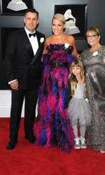 Pink i-a avut alături pe fsoțul ei, Carey Hart, fiica lor Willow Sage Hart, dar și mama ei, Judy Moore