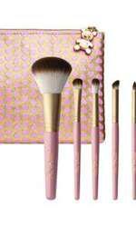 Set de pensule, Too Faced, Absolute Essentials, 280 lei, disponibil Sephora