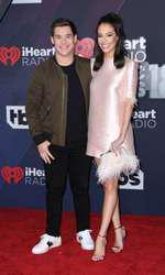 Adam Devine și Chloe Bridges