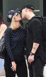 *EXCLUSIVE* ParisParis Hilton şi viitorul soţ Hilton and her man Chris Zylka out for a romantic shopping trip in LA