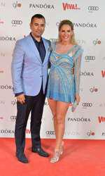 Andreea Bănică (rochie Loulou the Brand) și Lucian Mitrea (costum Trends by Adina Buzatu)