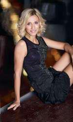 """În perioada """"blondă"""", Dana alegea des buclele, un look atât de diferit de stilul său actual"""