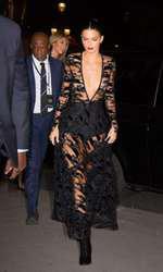 Așa și-a făcut Kendall Jenner apariția pe covorul roșu la Paris