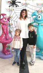 Ellie White și copiii ei, Mihai și Alexis Maria