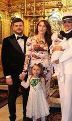 Adelina Pestrițu și Virgil Șteblea, la botezul fiicei lor, Zenaida Maria- alturi de nasii micutei