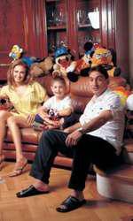 Toto Dumitrescu, acum actor, în ședința foto pentru VIVA! alături de părinții săi