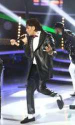 Connect-R îl imită pe Michael Jackson