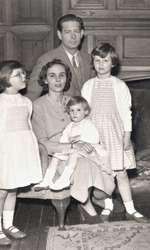 Regele Mihai, Regina Ana si Principesele Romaniei în exil, Anglia,1955