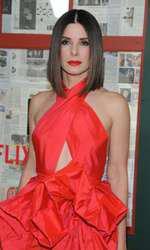 La 54 de ani, Sandra Bullock arată cu 20 de ani mai tânără.