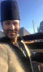 Nicolai Tand, purtând căciula de astrahan într-o ținută tradițională din Maramureș
