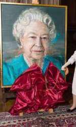 Regina Elisabeta a II-a se desparte arareori de geanta ei preferată!